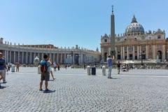 WATYKAN, RZYM WŁOCHY, CZERWIEC, - 22, 2017: Zadziwiający widok St Peter ` s świętego i bazyliki Peter ` s kwadrat, watykan, Rzym Fotografia Royalty Free
