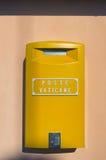 WATYKAN, watykan stan - Styczeń 7, 2017: Żółta skrzynka pocztowa w watykanie Obrazy Stock