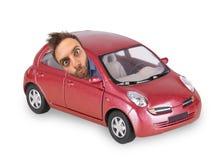 Wauw uitdrukking van een jongen in de rode auto Stock Fotografie