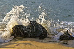 Wave breaking on a rock Royalty Free Stock Images