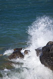 Wave breaking on rocks Royalty Free Stock Images