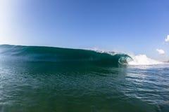 Wave che rompe acqua di schianto Fotografie Stock