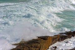 Wave crashing against rocks Royalty Free Stock Photography