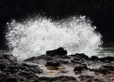 Wave crashing on rocks Royalty Free Stock Image