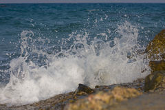 Wave crashing in a rocky Royalty Free Stock Images
