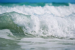 The wave with foam at the shore of the ocean Royalty Free Stock Images