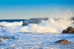 Wave hitting the rock Royalty Free Stock Photography