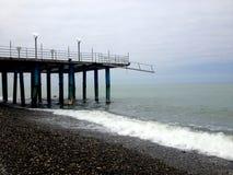 Wave riempie un vecchio ancoraggio Fotografia Stock