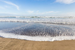 Wave running against the seashore Royalty Free Stock Photography