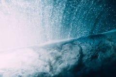 Wave subacqueo Oceano blu subacqueo immagini stock libere da diritti