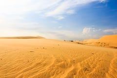 Wave sul deserto a Mui Ne, Vietnam del sud Immagini Stock Libere da Diritti