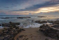 Wave sulla scogliera sullo Sri Lanka Immagini Stock Libere da Diritti