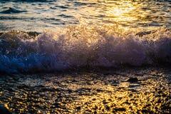 Wave sulla spiaggia Immagini Stock Libere da Diritti