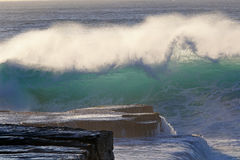 Wave about to crash to rocks Royalty Free Stock Photography