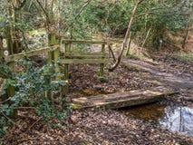 Wavendon деревянное Мильтон Keynes - въездные ворота и мост Стоковое фото RF