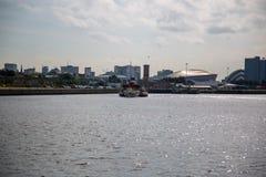 Waverley che si dirige giù il fiume Clyde che sembra orientale da Govan, Glasgow, Scozia fotografia stock libera da diritti