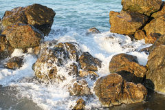 Waves braking in the rocks Royalty Free Stock Photography