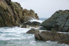 Waves braking on rocks Royalty Free Stock Images