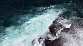 Waves breaking on rocks Royalty Free Stock Images