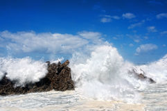 Waves breaking on rocks Royalty Free Stock Photography