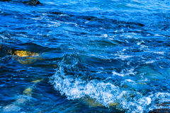 Waves breaking on the rocks Royalty Free Stock Photos