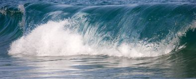 Waves breaking on the shore Royalty Free Stock Image