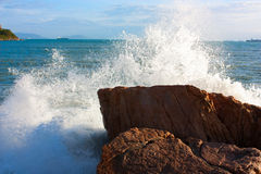 The waves breaking on a stony beach Royalty Free Stock Photography