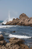 Waves crashing on ocean rock Royalty Free Stock Photos