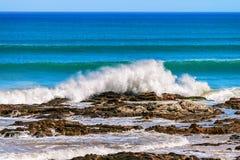 Waves crashing onto the coastal rocks Royalty Free Stock Photos