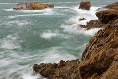 Waves crashing into rocks Stock Photography