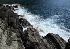 Waves crashing on the rocks Royalty Free Stock Image