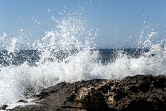 Waves crashing on rocky shore Royalty Free Stock Images