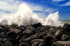 Waves crashing on the shore Stock Images