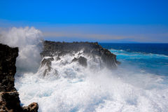 Waves crushing against rocky cliff Royalty Free Stock Photo