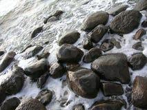 waves för bakgrundshavssky Havet vaggar Royaltyfria Bilder