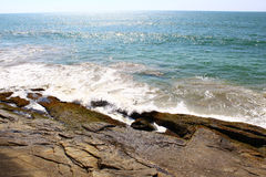 Waves hit the rocks Royalty Free Stock Photo