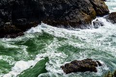 Waves hitting rocks  Royalty Free Stock Photos