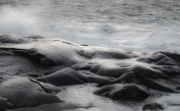 Waves on rocks Royalty Free Stock Images