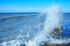 Waves rolled on the rocky coast Royalty Free Stock Photos