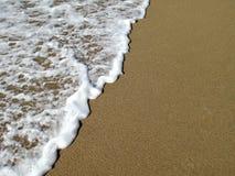 Waves som bryter på kust royaltyfri fotografi