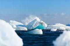 Waves splashing over icebergs Royalty Free Stock Photos