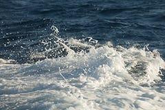 Waves hitting shore Royalty Free Stock Images