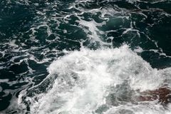 Waves that swell on the rocky s. Hores royalty free stock photos