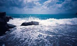 Wawe espirra o horizonte da tempestade do mar Fotografia de Stock Royalty Free