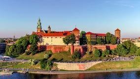 Wawel城堡、大教堂和维斯瓦河,克拉科夫,波兰在春天 空中录影 影视素材