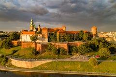 Wawel城堡和大教堂在克拉科夫,波兰 与d的鸟瞰图 库存照片