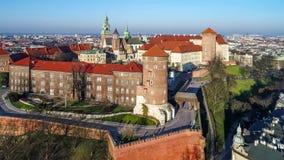 Wawel大教堂和城堡在克拉科夫,波兰 空中录影 股票视频
