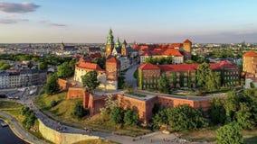 Wawel大教堂和城堡在克拉科夫,波兰 空中录影 影视素材