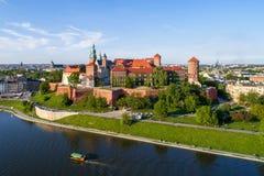 Wawel大教堂和城堡,克拉科夫,波兰 空中全景 免版税图库摄影