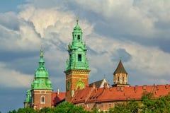 Wawel大教堂耸立和博物馆大厦看法  免版税库存照片
